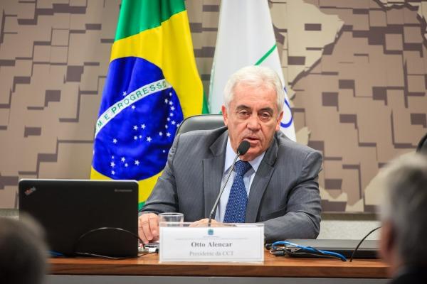Senador Otto Alencar, presidente da Comissão