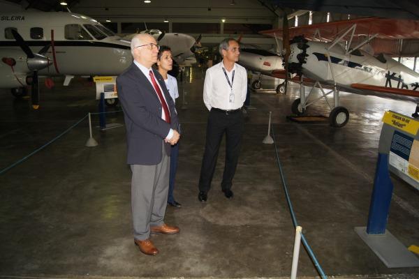Visita ao hangar de aeronaves