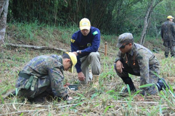 Os alunos tiveram instruções sobre técnicas de segurança e métodos de demolição de estruturas, entre outras