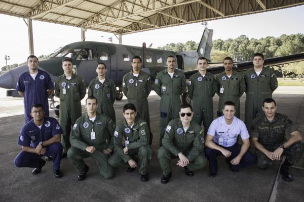 Equipe do IPEV busca melhorias no desempenho do C-95 Bandeirante