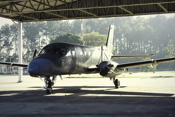 O C-95 Bandeirante é o primeiro avião produzido pela indústria nacional