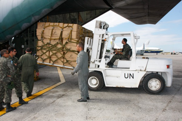 FAB também transportou ajuda brasileira após o terremoto/Sérgio Kremer