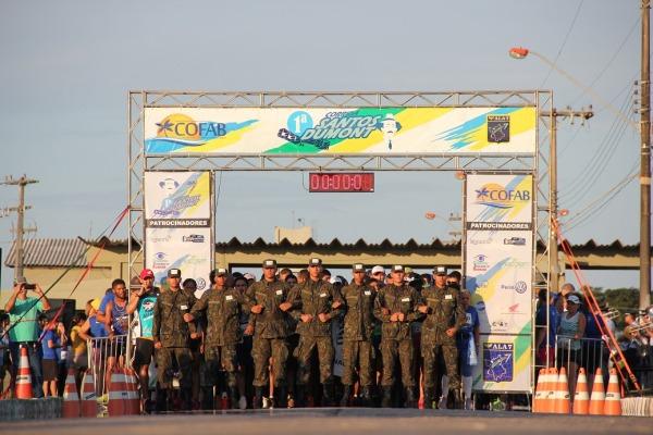 Corrida reúne mais de 500 atletas profissionais e amadores