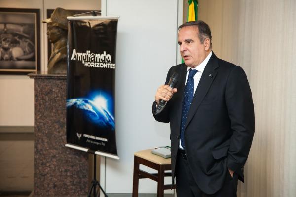 Palestrante abordou questões de segurança, política e economia