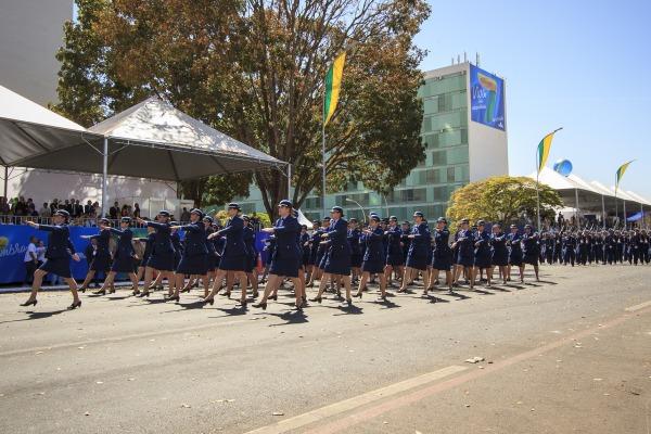 Desfile do Grupamento Feminino da FAB