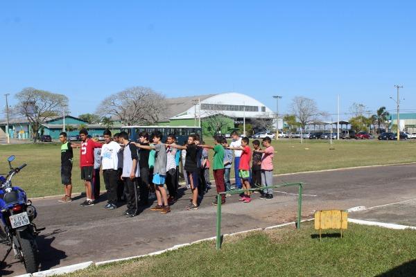 Ordem unida das crianças participantes do PROFESP, de Santa Maria (RS)