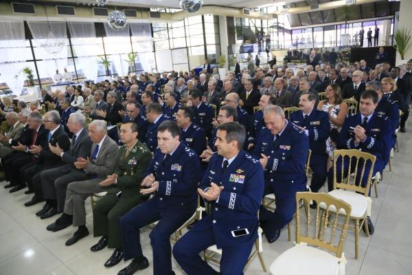 Autoridades presentes à cerimônia de posse