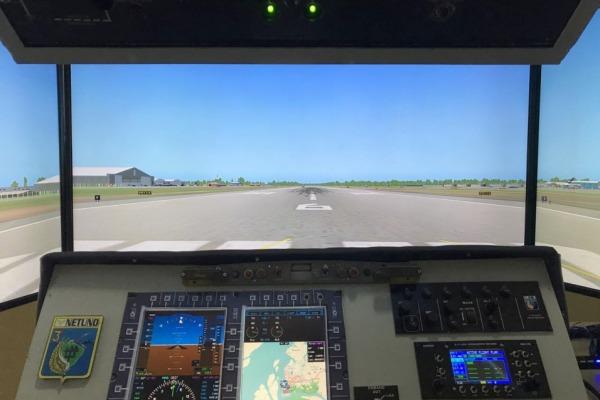 O novo simulador traz as inovações do painel da aeronave após a modernização