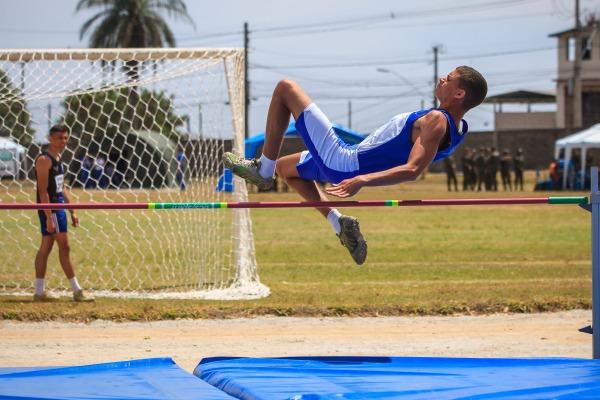 Salto em altura é um dos esportes disputados