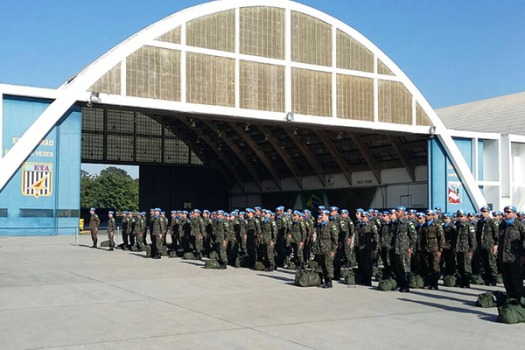 Primeiro voo do país caribenho aterrissou na Base Aérea de Guarulhos (SP), na madrugada deste sábado (23)