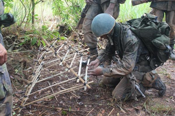 Os futuros soldados tiveram instruções teóricas e práticas sobre combate e sobrevivência na selva