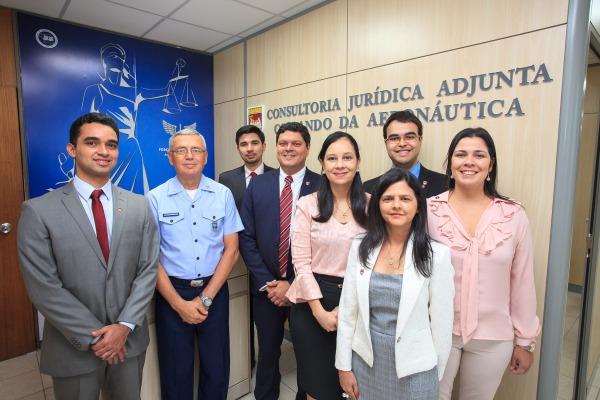 Efetivo da COJAER com a Ministra da AGU e o Comandante da Aeronáutica