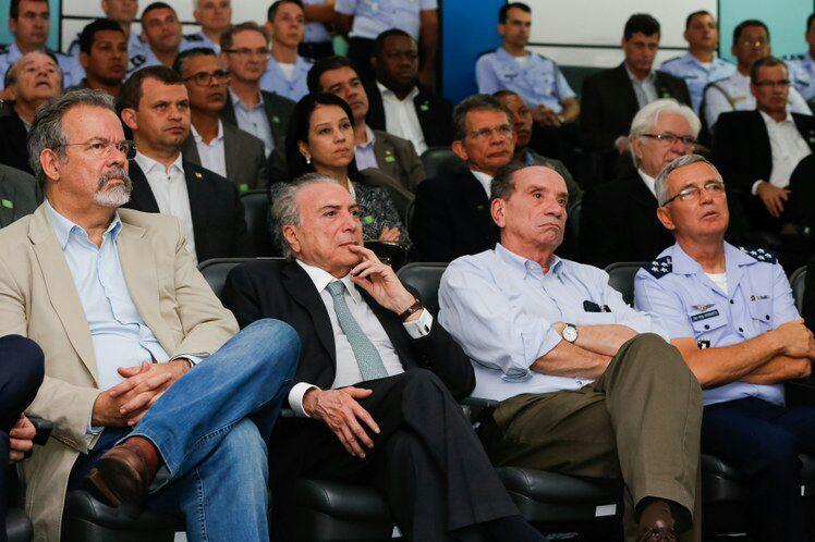 Presidente assiste ao briefing de apresentação do Programa Espacial Brasileiro