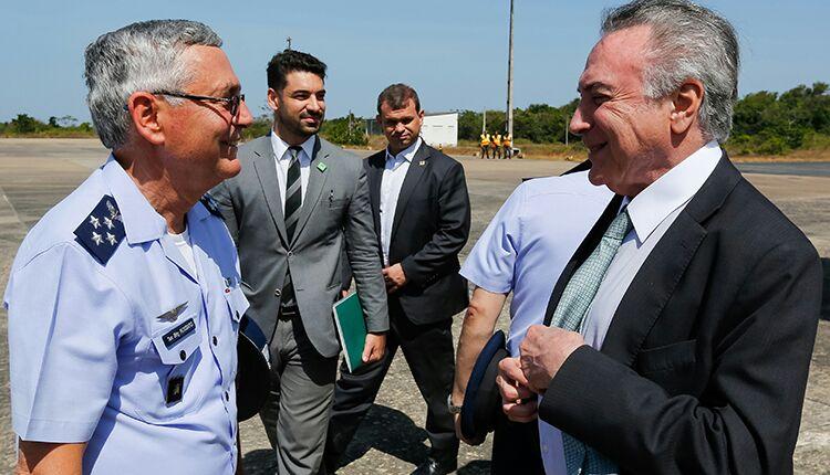 Comandante da Aeronáutica recebe Presidente Michel Temer no CLA