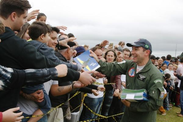 Pilotos interagem com público em Curitiba