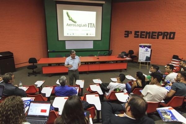Coronel Abrahão realizou palestra durante a 3ª Semana de Engenharia da Produção da Universidade de Brasília