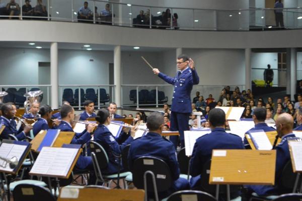O concerto na EEAR contou com repertório diversificado