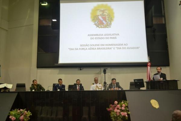 A sessão foi aprovada por unanimidade pelo Parlamento Estadual