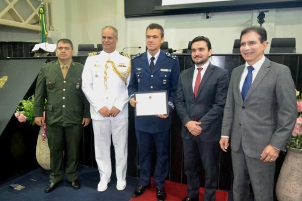 Major-Brigadeiro Minelli com autoridades