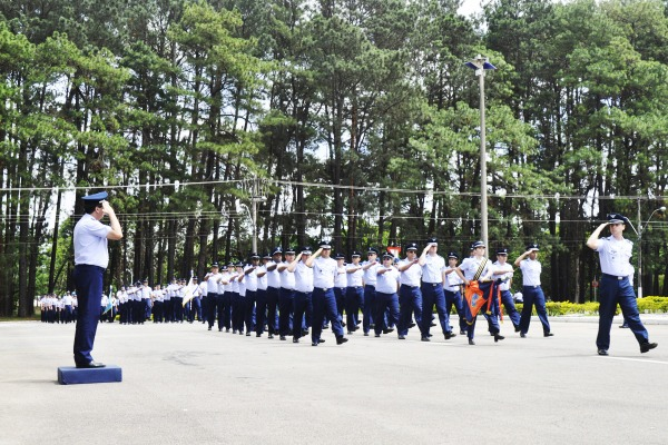 O desfile da tropa contou com a presença de alunos do ITA