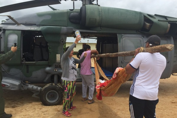 Força Aérea resgata indígena na Amazônia