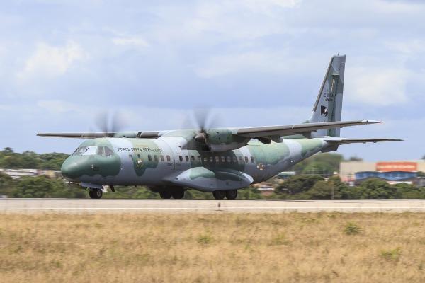 A FAB está empregando diversas aeronaves no exercício que tem foco na realização de ações humanitárias