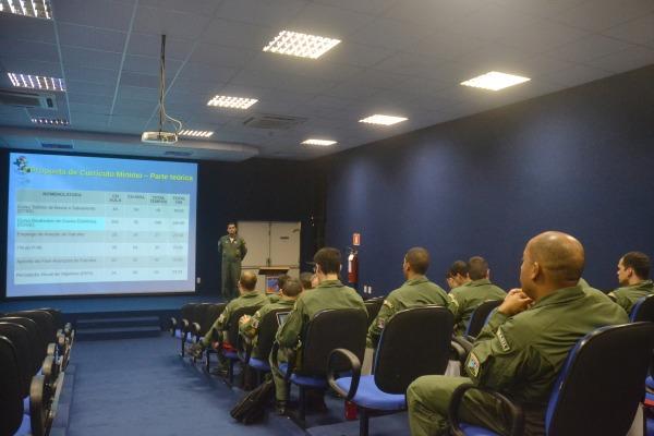 Entre as mudanças o programa de especialização da Aviação de Reconhecimento será fundido com a Aviação de Patrulha