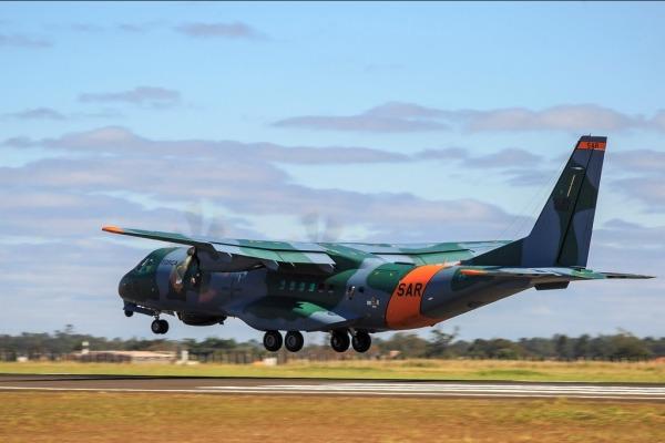 A aeronave SC-105 Amazonas SAR sobrevoou durante seis horas na busca pelo submarino