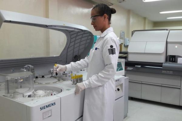 O Laboratório de Análises Clínicas do HCA realiza aproximadamente 600 mil testes por ano