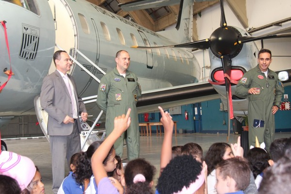 Visitantes conheceram um pouco da rotina dos militares e da história da Aeronáutica