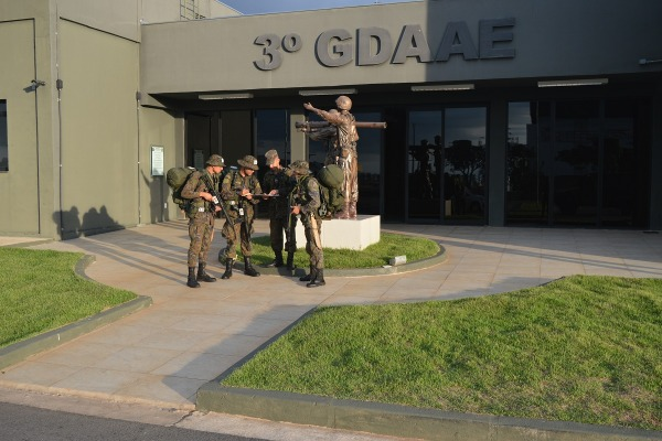 Já o Segundo Grupo de Defesa Antiaérea capacitou militares em Remuniciamento do Sistema Antiaéreo IGLA-S