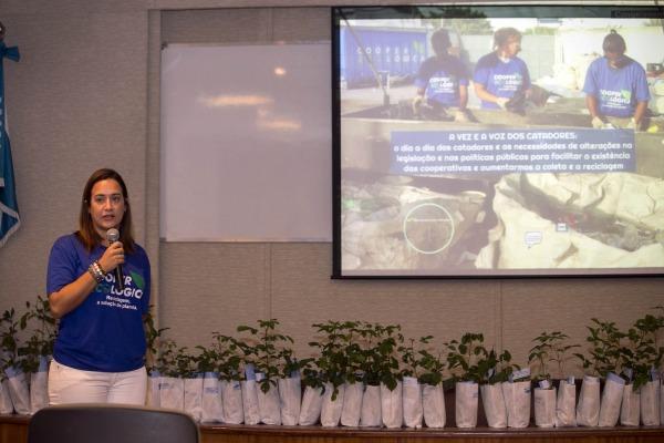 Durante o evento foram debatidos diversos temas, como a coleta seletiva e a logística reversa