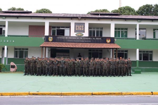 Os cadetes visitaram o CIGS