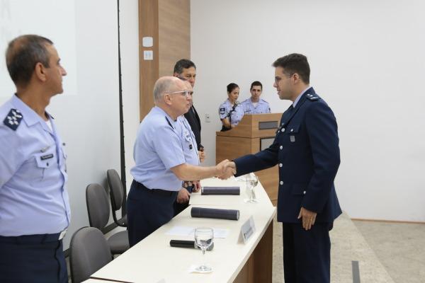 Ao total foram diplomados onze alunos, sendo dez militares e um civil