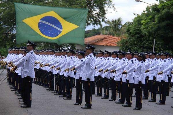 Eles são oriundos do Curso de Formação de Oficiais Especialistas e do Estágio de Adaptação ao Oficialato