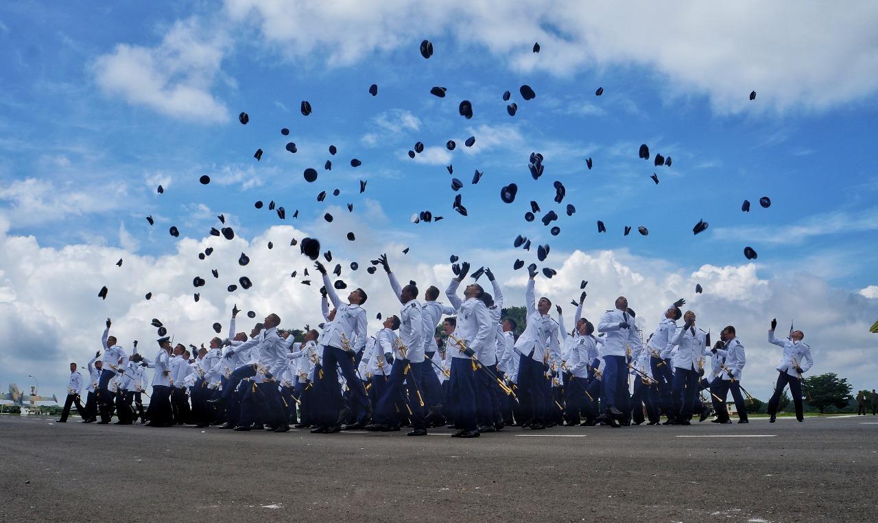 O curso dura 4 anos e forma aspirantes aviadores, intendentes e de infantaria