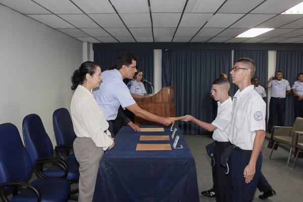 Os alunos adquiriram conhecimentos nas especialidades de eletricista instalador, climatização, carpintaria e suprimento