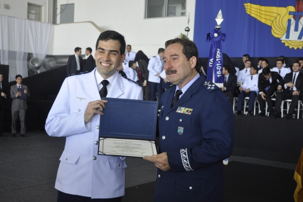 Capitão Aviador foi um dos seis formandos que receberam a maior honraria do ITA