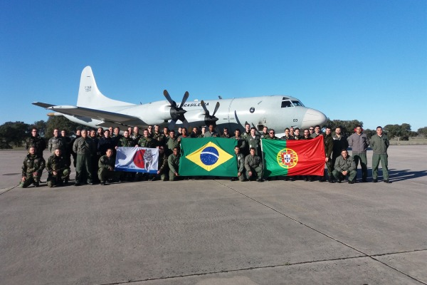 Intercâmbio entre militares do Brasil e Portugal