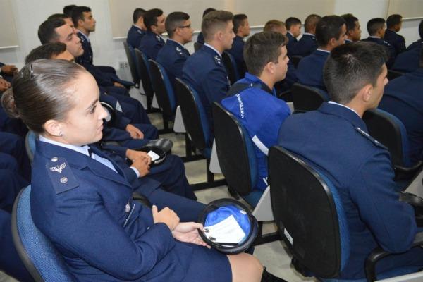 Aspirante Mariana Dutra quer se especializar na Aviação de Transporte