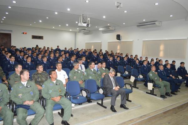 Apresentação dos novos estagiários e aula inaugural aconteceram dia 08