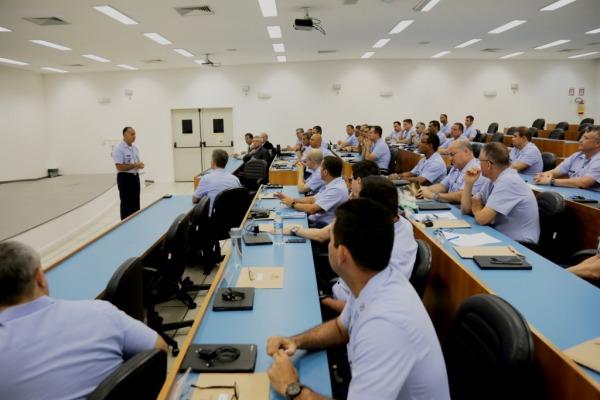 Atividades de ensino são prioritárias para o Comando da Aeronáutica, tendo como medida estratégica ampliar a capacitação profissional na pós-formação