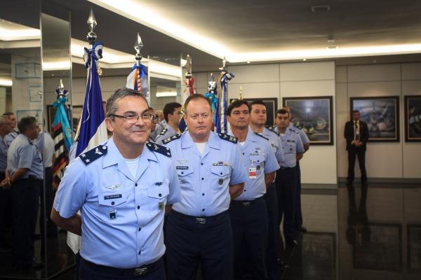 Brigadeiro Luiz Ricardo e comandantes das bases que sofreram modificação