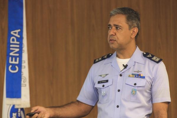 Coronel Moreno, investigador responsável, durante apresentação do relatório