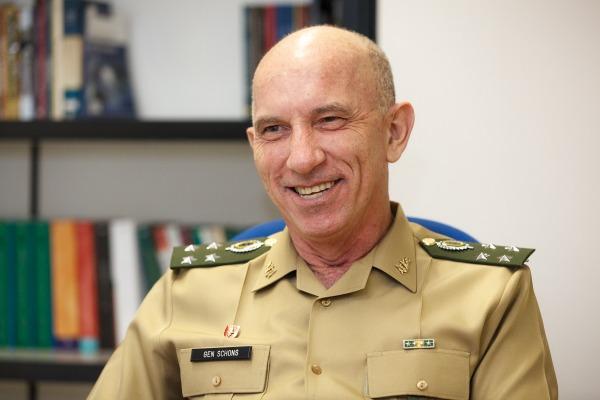 Comandante da ESG fala do novo curso em Brasília