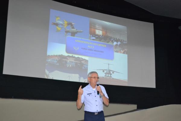 Oficiais da Guarnição assistiram à palestra sobre a Reestruturação da FAB