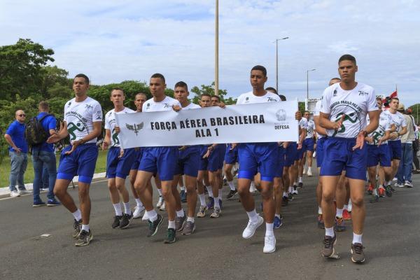 Militares da Força Aérea Brasileira participaram da corrida