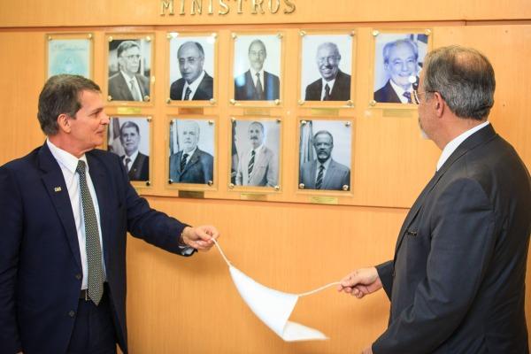 Cerimônia de descerramento de foto da Galeria de Ex-Ministros reuniu oficiais-generais das Forças Armadas