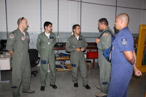 O grupo conheceu as instalações do Esquadrão, além das Unidades Aéreas e de Logística pertencentes à Ala 8