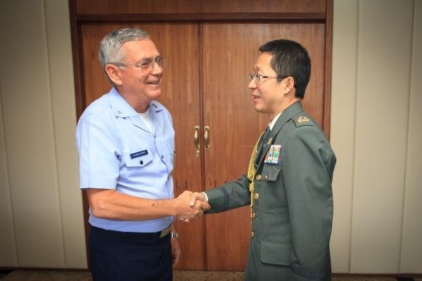 Objetivo é intensificar cooperação entre os dois países na área da Defesa